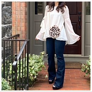Tops - Gorgeous bell sleeves blouse
